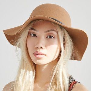 Tan floppy hat w bow